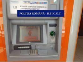 Doi bulgari, prinşi în timp ce instalau dispozitive skimming la un ATM în Severin