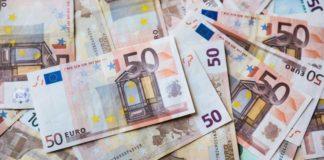 Euro este în scădere faţă de leu