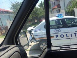 Trei mașini noi de poliție, plecate de la Mioveni spre Mehedinți, s-au lovit una de alta