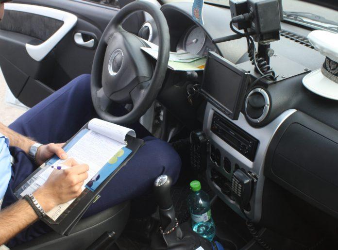 Procurorii craioveni au stabilit că aproape 100 de amenzi, date în doi ani de poliţiştii din Rojişte, nu au mai ajuns la primării pentru a fi achitate