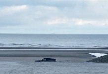 Un român a îngropat un SUV de lux pe plajă, în Belgia