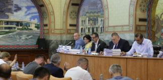 Directorii de la SRL-urile primăriei rămân cu aceleaşi salarii. Proiectele de hotărâre privind majorarea salariilor au fost retrase de pe ordinea de zi a şedinţei de joi a Consiliului Local