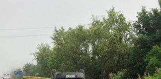 În afara localității Almăj, maşina a părăsit partea carosabilă