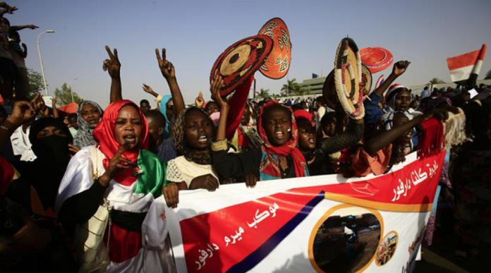 Sudan: Fostul preşedinte Omar Al-Bashir, inculpat pentru corupţie