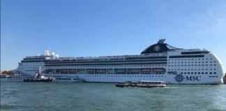 Cel puţin cinci persoane au fost rănite după ce o navă de croazieră a intrat în coliziune cu o ambarcaţiune cu turişti