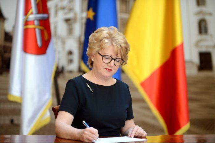 Instanţa a decis: primărița suspendată a Sibiului, Astrid Fodor, poate reveni în funcție (Foto: Turnul Sfatului)
