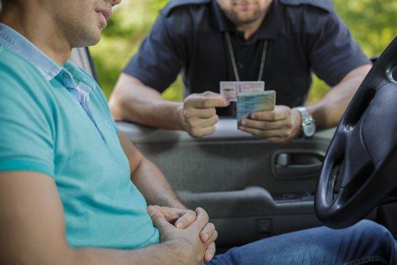 Ghinion: Tânăr reţinut după ce a fost prins la volan având permisul suspendat