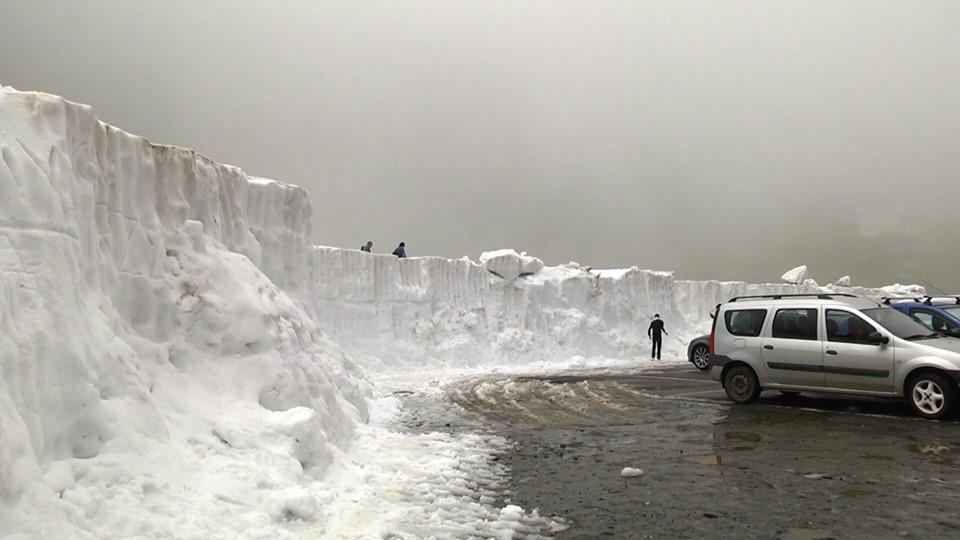 Zăpadă de peste 3 metri la Bâlea Lac (Foto: Facebook - Meteoplus)