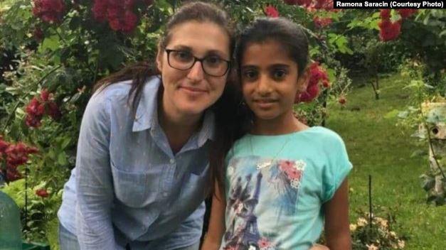 Sorina, fetiţa înfiată de o familie de români din SUA, a primit paşaportul
