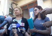 Judecătoria Slatina a rămas să se pronunțe dacă Sorina poate părăsi țara (Foto: Avocata familiei Săcărin şi Ramona Săcărin)
