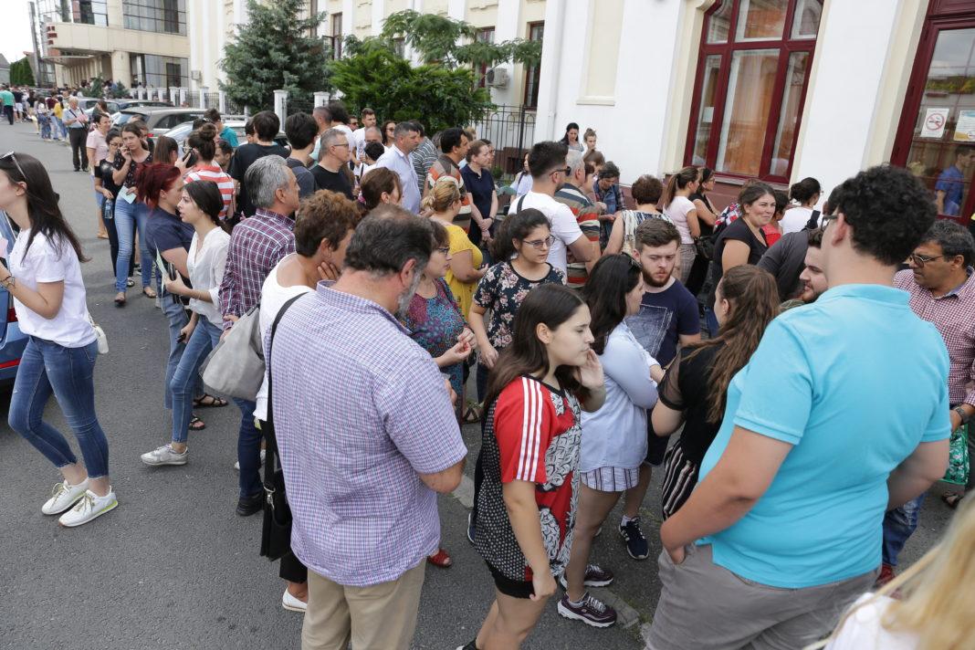 Sute de candidaţi la admiterea la UMF Craiova
