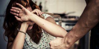 Tânăr de 23 de ani, reținut după ce și-ar fi agresat concubina de 21 de ani