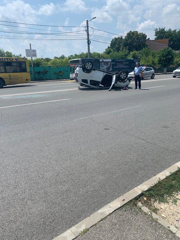 S-a răsturnat cu maşina pe strada Caracal din Craiova