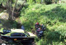 Un taximetrist a căzut cu mașina într-o râpă, la Motru