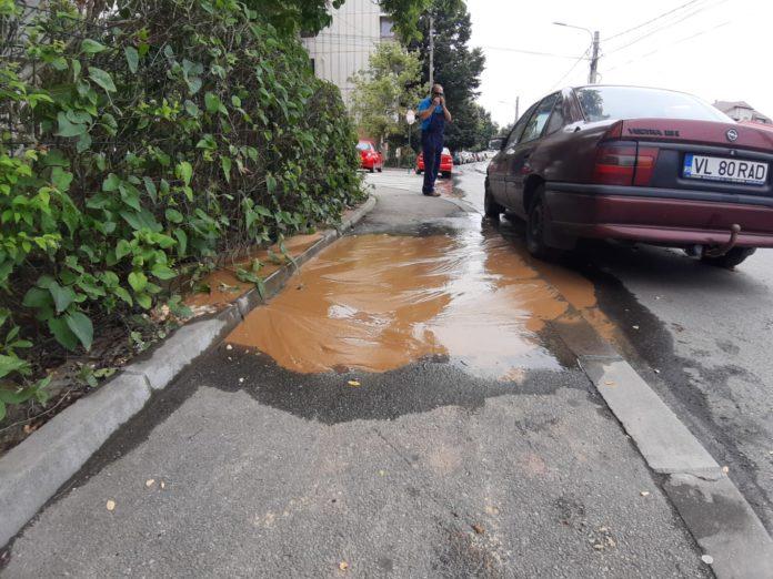 Avarie la o conductă de apă pe strada Rovinari