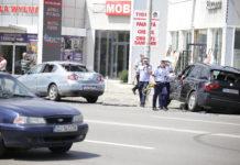 Oamenii legii spun că BMW-ul X3 a fost proiectat într-un autoturism staţionat.