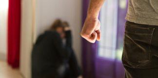 O adolescentă a sunat la 112 să își salveze bunica agresată