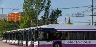 Pentru cele 16 autobuze electrice scoase la licitaţie de Primăria Craiova se bat două firme din străinătate, una din Turcia şi una din Polonia.