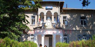 """La Liceul """"Adrian Păunescu"""" Bîrcanau fost admiși elevi cu medii de 2 și 3"""