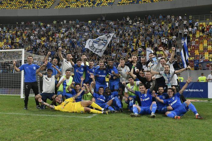 Alb-albaștrii au sărbătorit cu suporterii victoria din fața lui Dinamo (Foto: ucv19848.ro)