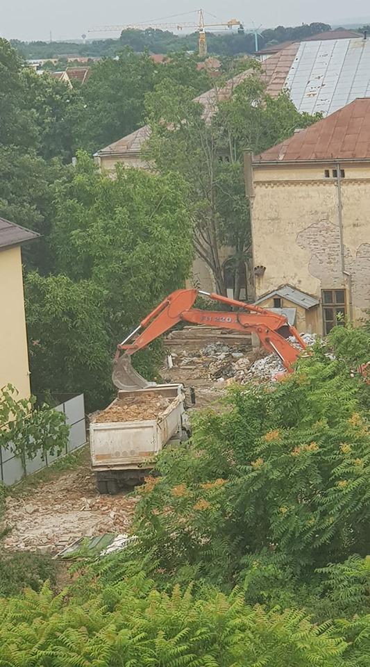 Corpurile C2-C6 ale fostului Liceu Sanitar se demolează