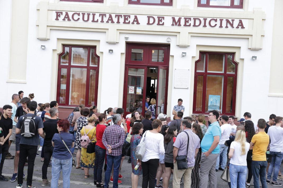 Ultima medie de admitere la Medicină, în Craiova, a fost 8,83
