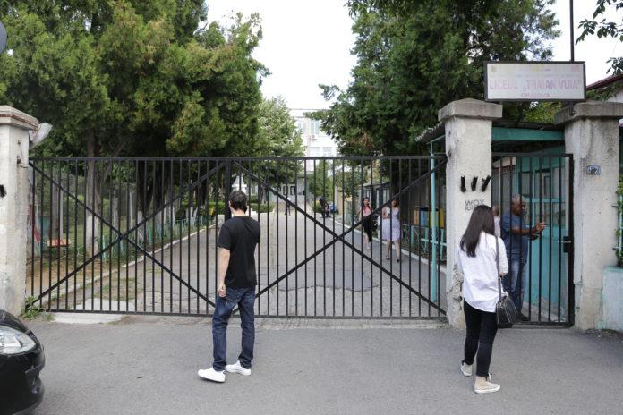 """Candidaţi care au susţinut titularizarea în Dolj la centrul de examen de la Liceul """"Traian Vuia"""""""