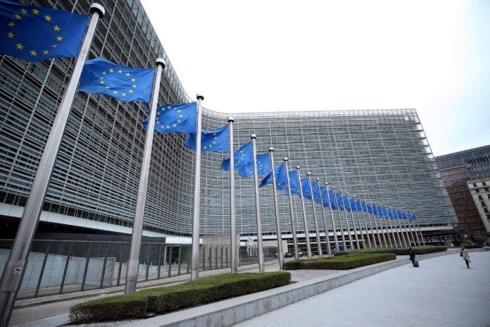 Comisia Europeană: statele membre UE vor fi verificate anual cu privire la respectarea statului de drept