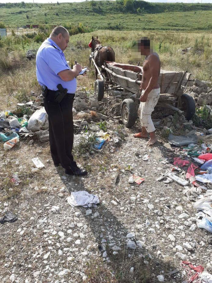 Amendat, după ce a aruncat deșeuri pe un câmp