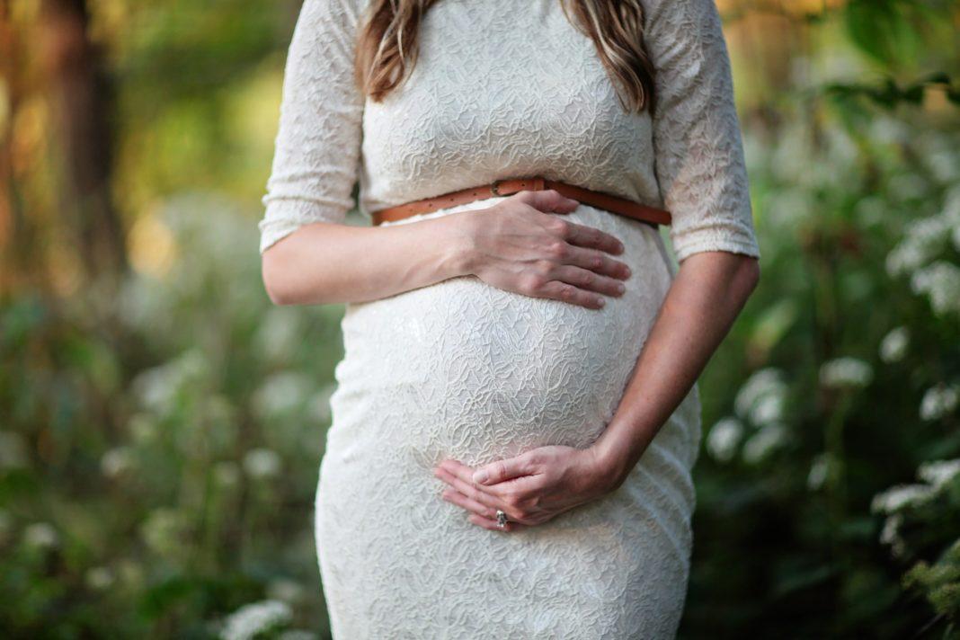 Şase femei care au născut la Spitalul Arad, confirmate cu noul coronavirus