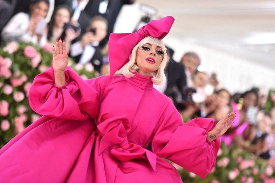 Lady Gaga îşi lansează o linie proprie de produse cosmetice