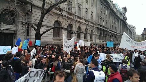 Studenții cer să nu le fie limitate drepturile