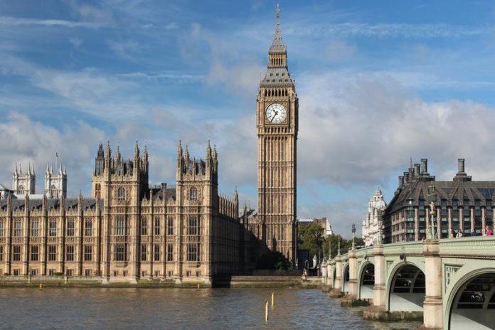 Big Ben, celebrul orologiu din turnul palatului Westminster, sediul Parlamentului britanic, simbol al oraşului Londra, sărbătoreşte, astăzi, în tăcere 160 de ani de când a sunat prima dată, fiind în plin proces de restaurare, potrivit Reuters.