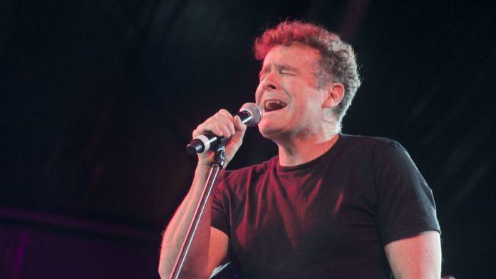 A murit Johnny Clegg, cântăreţul şi activistul împotriva discriminării rasiale