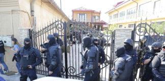Oamenii legii au descins joi la mai multe adrese din municipiul Craiova.