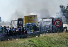 Jaf spectaculos. O camionetă cu valori, incendiată în Franţa