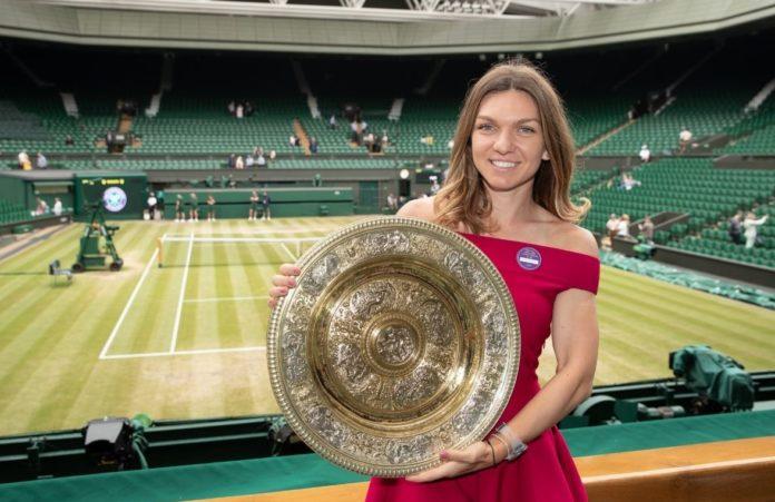 Simona Halep va prezenta trofeul cucerit la Wimbledon