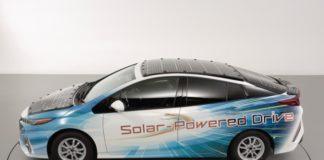 Toyota, vehiculul electric care se încarcă de la soare