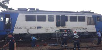 Locomotiva unui tren de pasageri a luat foc