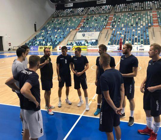 "Voleibaliştii au trecut la treabă (Foto: SCM ""U"" Craiova)"