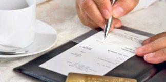 Din septembrie, bacșișul va fi trecut pe bon și impozitat cu 10 la sută
