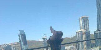 O studentă a căzut de la balcon în timp ce încerca să facă yoga
