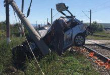 Autoturism lovit de tren în Cluj. O persoană este încarcerată