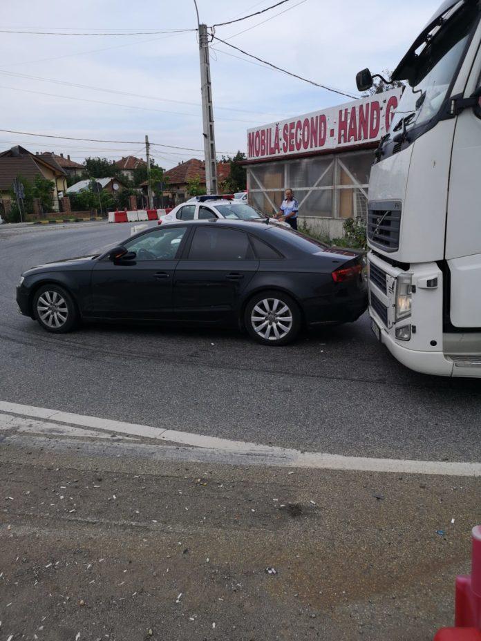 Traficul întrerupt la Şimian în urma unui accident