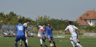 Puștii lui Gică Vlad (în albastru) nu au făcut un meci grozav cu rivalii de la Slatina (Foto: Alex Vîrtosu)