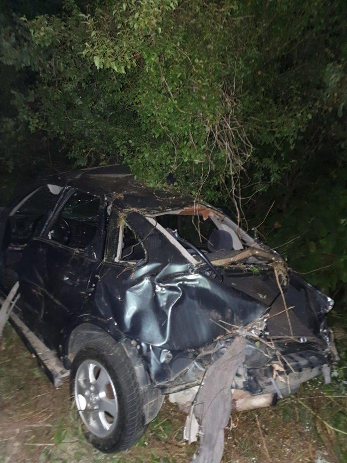 Doi tineri, răniți grav într-un accident rutier la Frumușei
