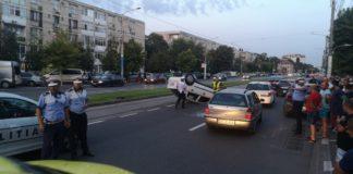 Accident rutier în Craiova. O mașină s-a răsturnat
