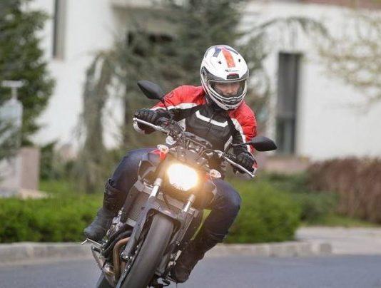 Motociclist lovit de un şofer neatent
