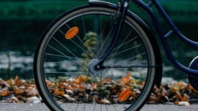 Un biciclist băut a ajuns la spital după ce a căzut cu bicicleta