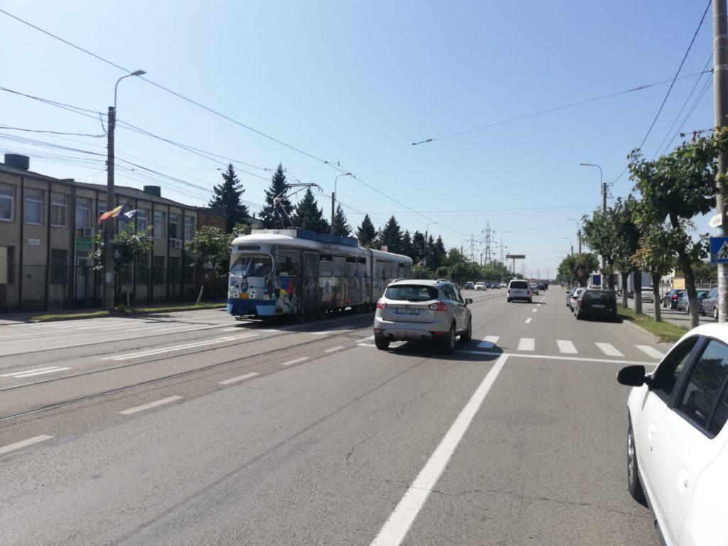 Trei intersecţii de pe bulevardul Decebal vor fi integrate în sistemul de management al traficului, pentru o prioritizare a circulaţiei tramvaiului